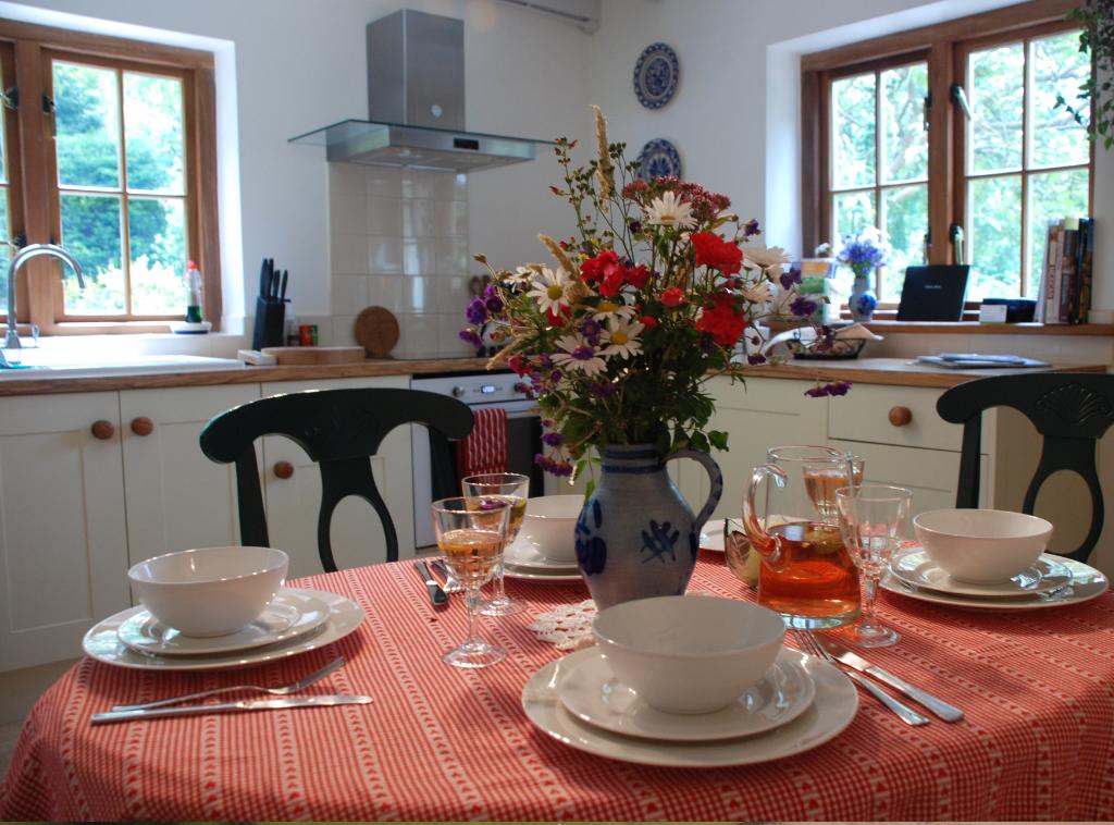 gal-kitchen-diner
